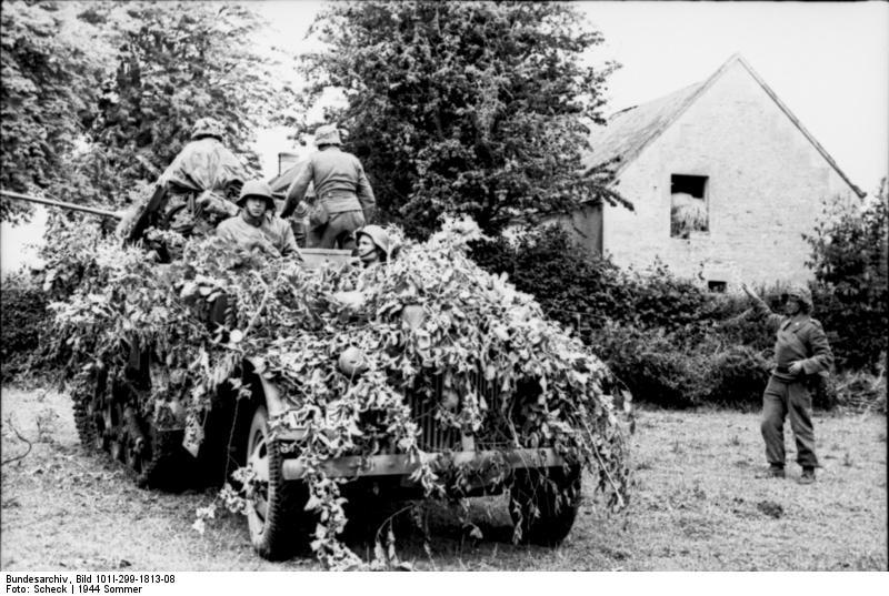 Un par de cosas que cayeron este año Bundesarchiv_Bild_101I-299-1813-08_Nordfrankreich_getarntes_-Maultier-_zpswzpypnrn