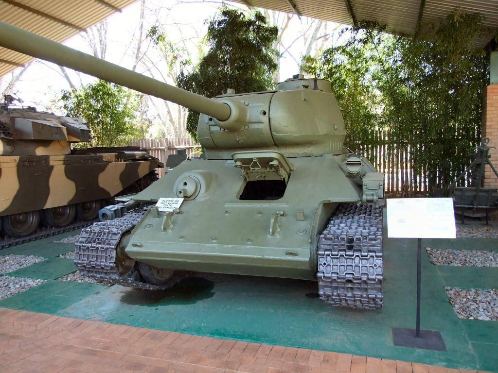 T 34/85 , Berlin 1945 (terminado 20-01-15) T34-85_02_of_54_zps435ae261