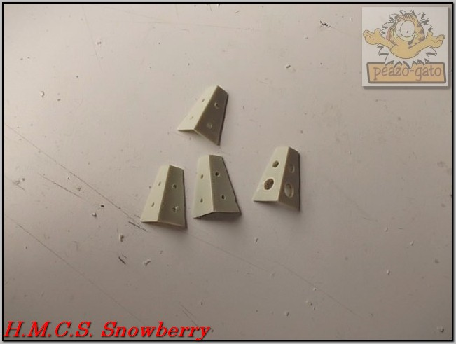 H.M.C.S. Snowberry 165%20H.M.C.S.%20Snowberry%20peazo-gato_zps8nyhqwxs