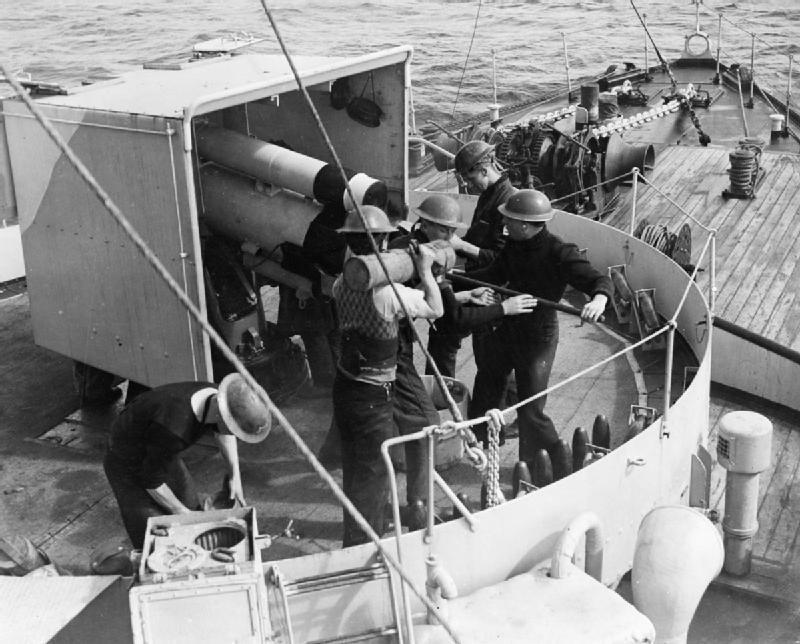 H.M.C.S. Snowberry HMS_Vervain_4_inch_Mk_IX_gun_1942_IWM_A_10666_zpsxgtwgywx