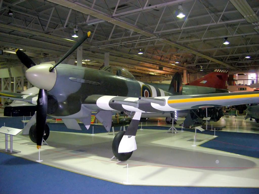 Hawker Typhoon , Airfix 1/24 Hawker_Typhoon_at_RAF_Museum_zps5b06f7da