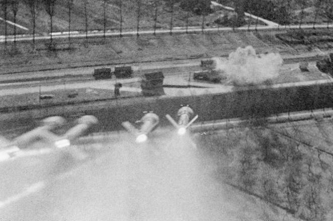 Hawker Typhoon , Airfix 1/24 Hawker_Typhoon_showing_salvo_of_rocket_projectiles_zps867c0fe0