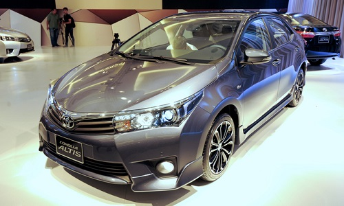 Có nên nghe bố mẹ chọn xe Innova Danh-gia-toyota-altis-2014_zpst8yo5wzz