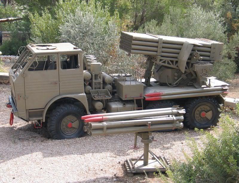 صاروخ غراد الروسي الرعب القادم للصهاينه APR-40ARomanianversionofBM-21Gradus