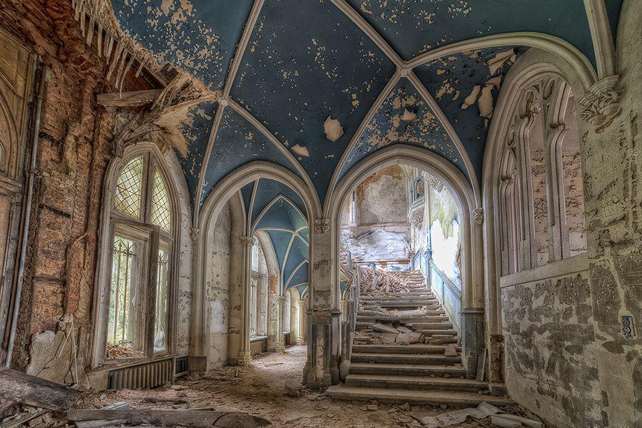Le plafond de Miranda + vue d'ensemble  Chateau-de-miranda-2b_zpsb5ddec05