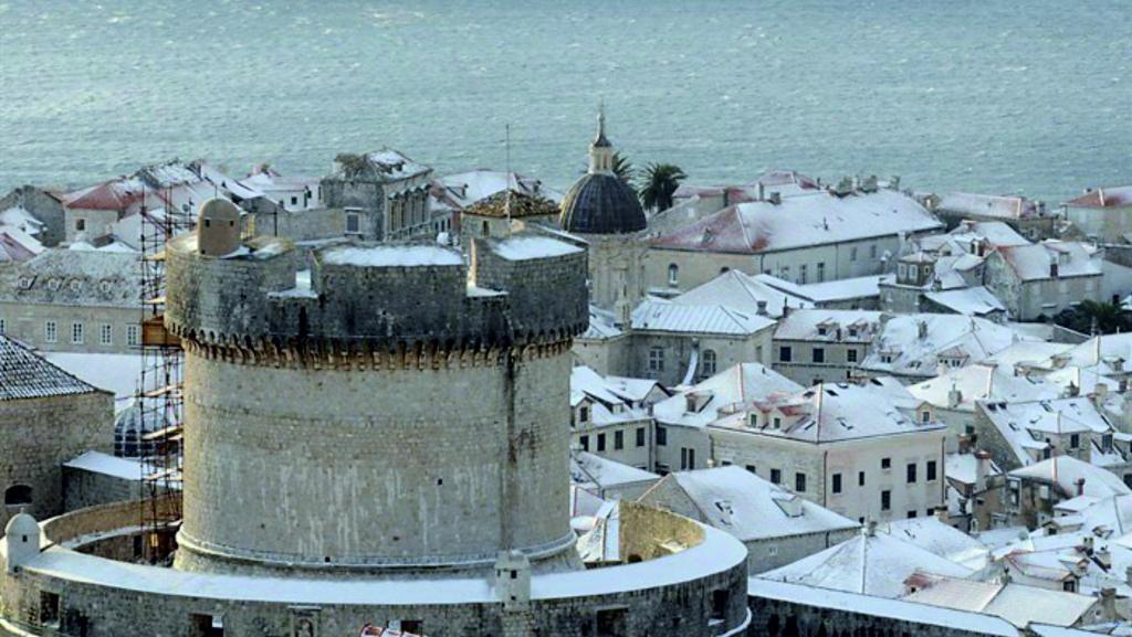 Backgraund slike sa fotkama obalnih gradova pod snijegom Dubrovnik_zpsc267a14b