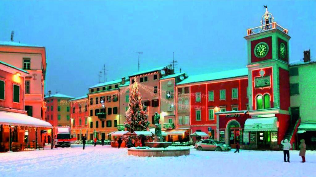 Backgraund slike sa fotkama obalnih gradova pod snijegom Rovinj_zpsa5f818f6