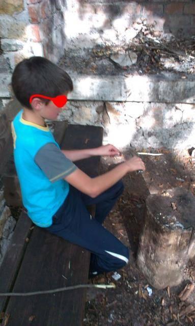 Roštilj s nećakom na brdu Humac (Otočac, 2014.) IMAG0519_1_zps8f531239