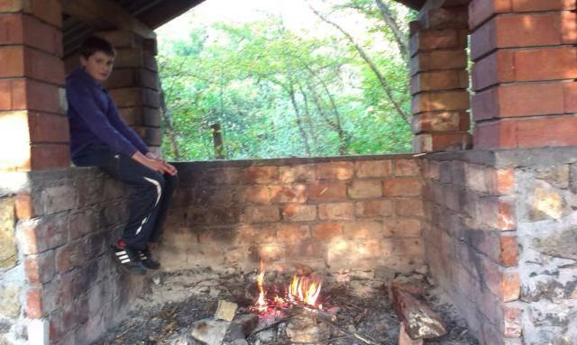 Roštilj s nećakom na brdu Humac (Otočac, 2014.) IMAG0528_1_zps9f6afcfe