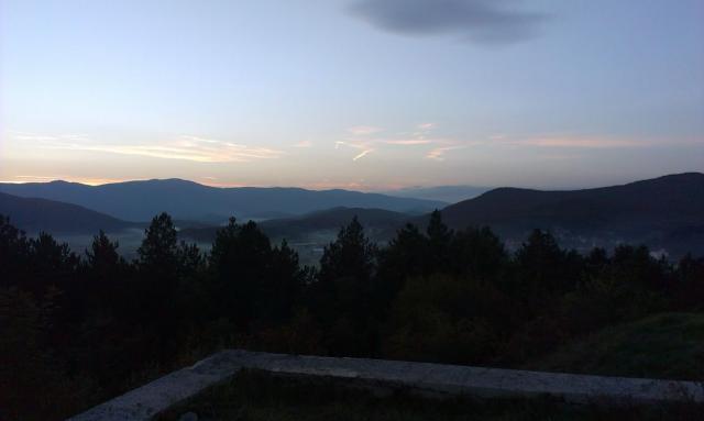 Roštilj s nećakom na brdu Humac (Otočac, 2014.) IMAG0532_1_zpsd0dd1e90