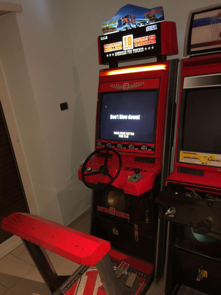 [VDS] Lupin 3 Outrun 2 Virtua Cop 3 Crazy Taxi 18W Cabinets 18Wheeler_3_zps46319fc1