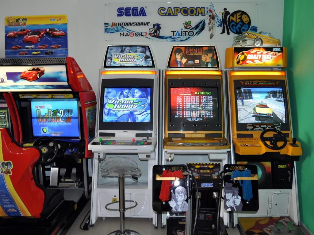 [VDS] Lupin 3 Outrun 2 Virtua Cop 3 Crazy Taxi 18W Cabinets Lupin_III_sala1a_zps9e50495b