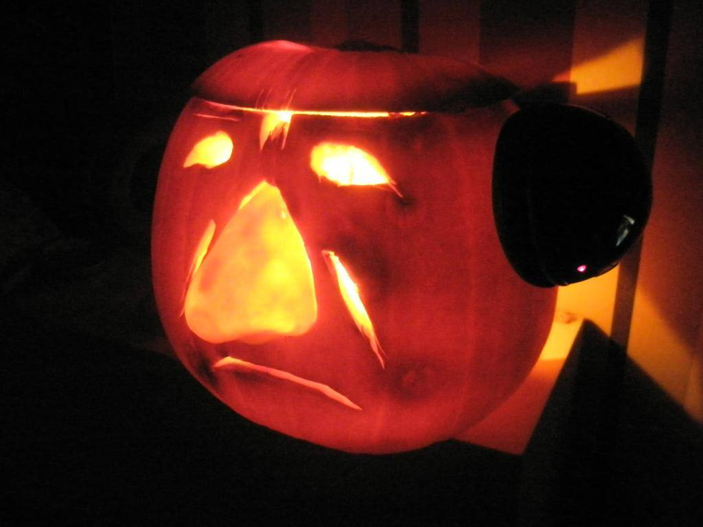 "The 2nd Annual "" TIG STAR WARS PUMPKIN CARVING CONTEST "" begins ... - Page 2 P1010008_zps94d91768"
