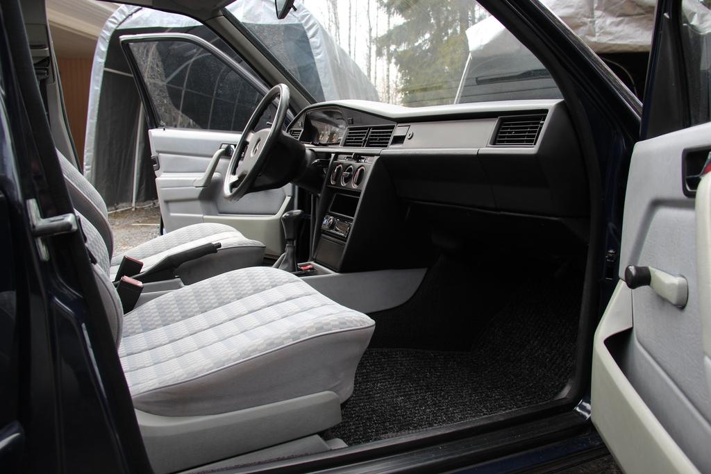 AST1: Mercedes-benz w201 IMG_3984_zps48trw695
