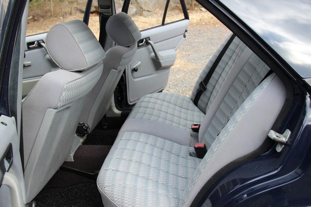 AST1: Mercedes-benz w201 IMG_3988_zpsozlvuud6