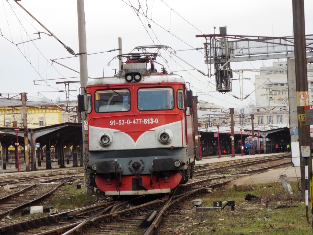 Locomotive clasa 47(476/477) aparţinând CFR Călători  613_zpsjoe0iu53
