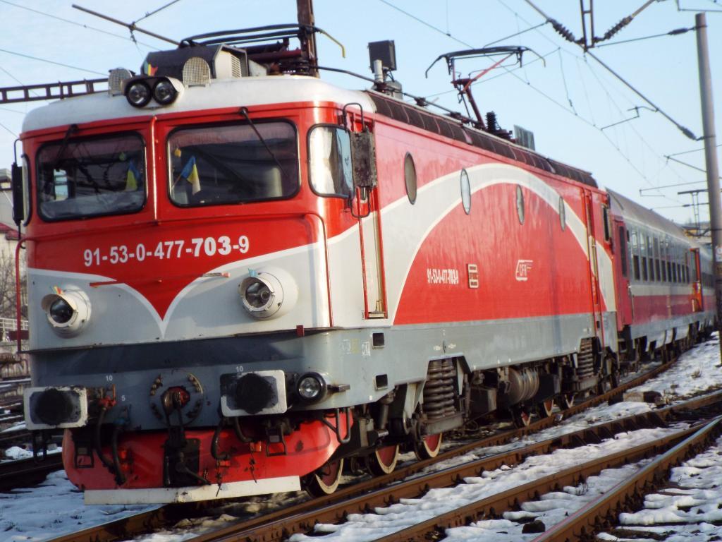 Locomotive clasa 47(476/477) aparţinând CFR Călători  703_1527_zps843c0d70