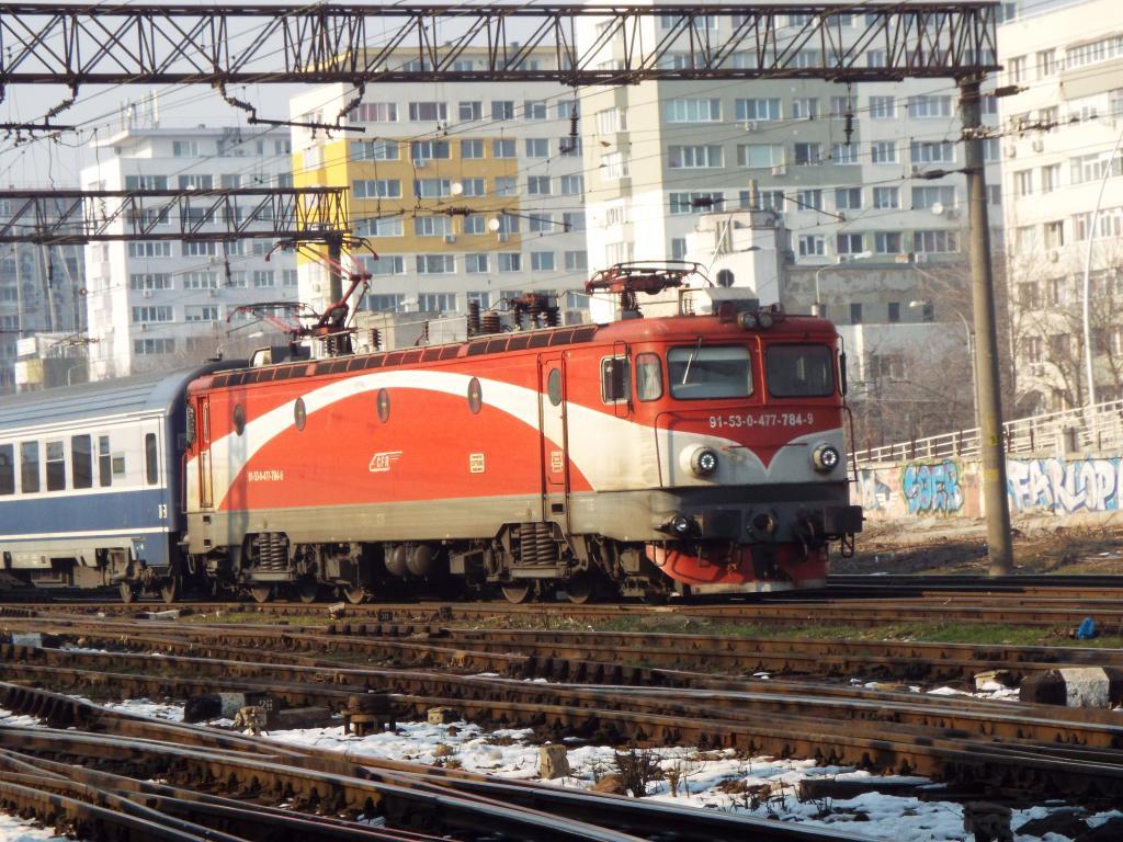 Locomotive clasa 47(476/477) aparţinând CFR Călători  784_zps3vinklfz
