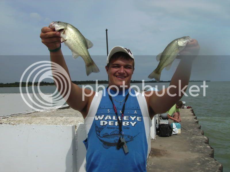 Bass fishing lake erie piers BILD0048