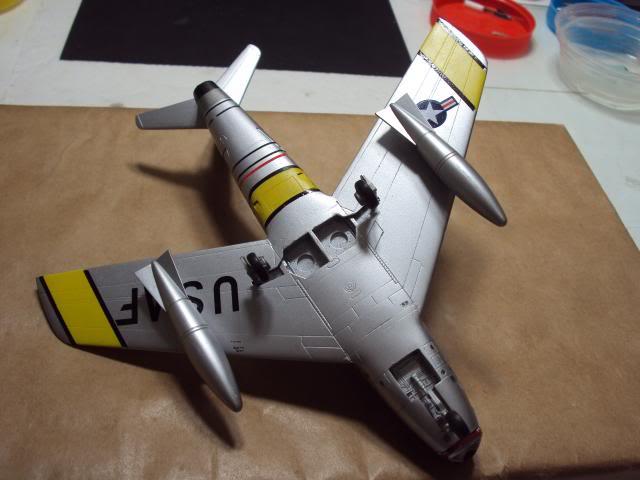 F-86F Sabre - Academy nº 1629 1/72  - FINALIZADO ! DSC05469_zpsc00bdee0