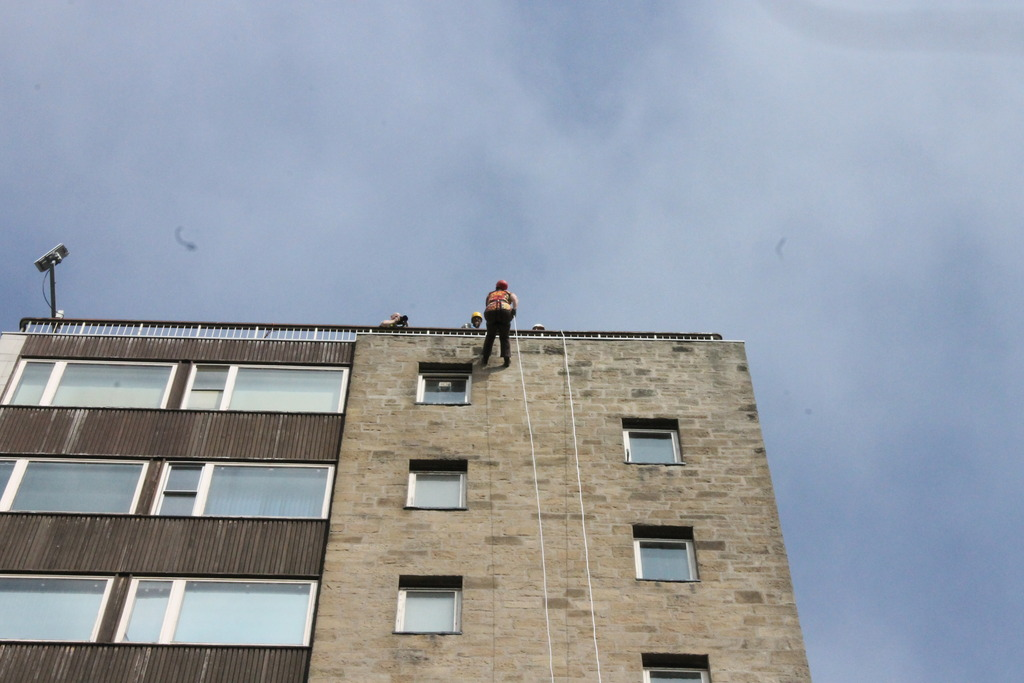 Abseiling for charity 005_zpsqjgxuycz