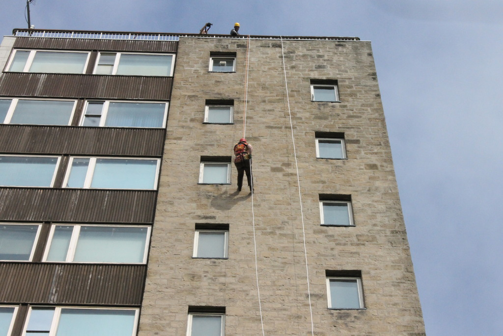 Abseiling for charity 008_zpsb9xhkibv