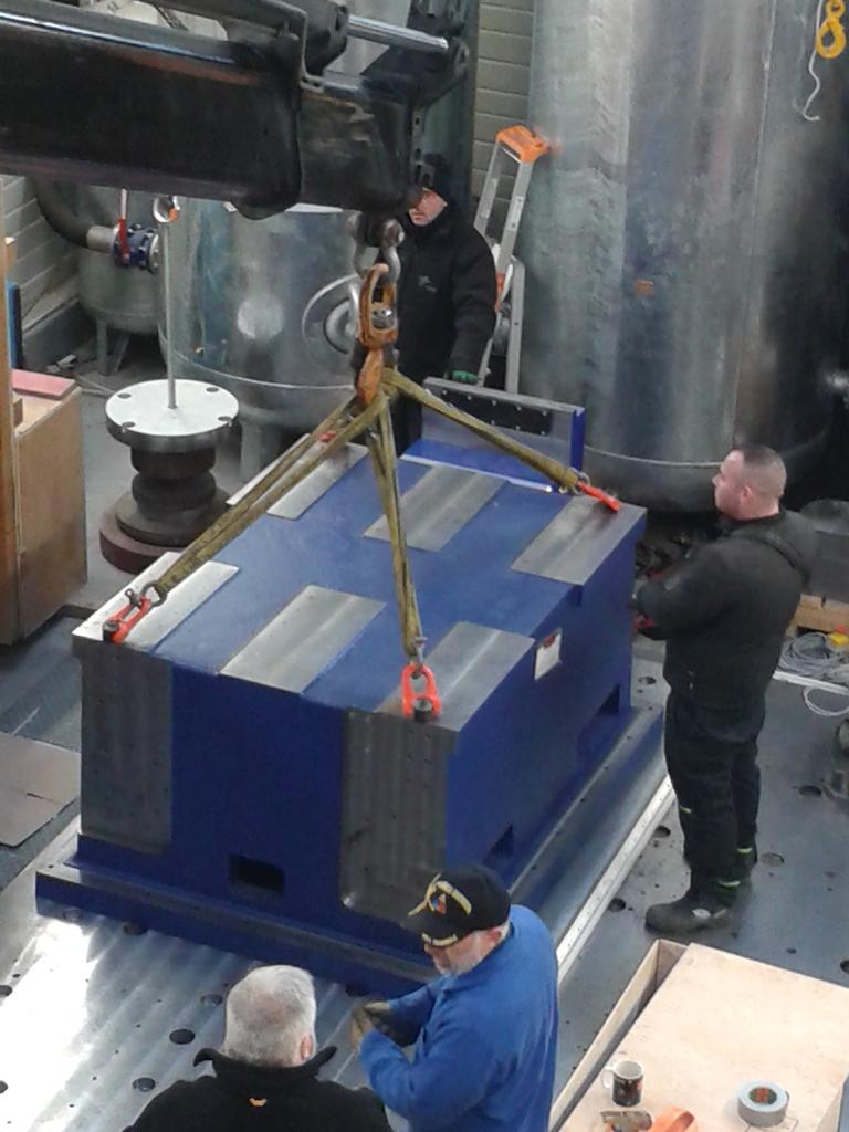 Installation de la machine de vibrations horizontales et verticales SEREME à l'ESIReims 20151127_102741_zpsvwohdass