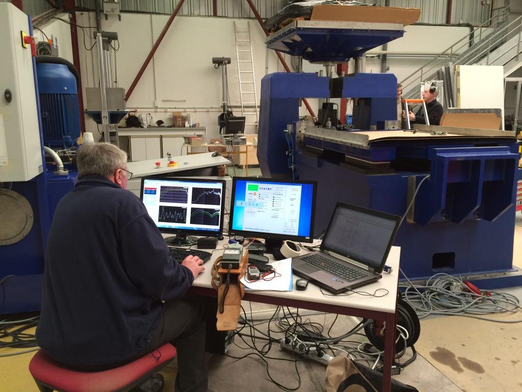 Installation de la machine de vibrations horizontales et verticales SEREME à l'ESIReims IMG_7990_zpswnqlmbhs