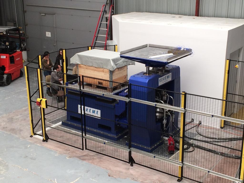 Installation de la machine de vibrations horizontales et verticales SEREME à l'ESIReims IMG_8999_zpsixhm7jxk