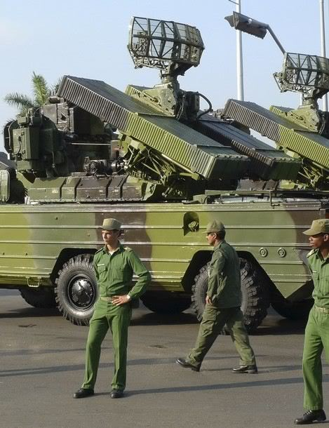 Armée Cubaine / Cuban Revolutionary Armed Forces Sa-8_gecko_air_defense_missile_system_cuban_cuba_army_military_parade_havana_revolution_square_april_16_2011_003