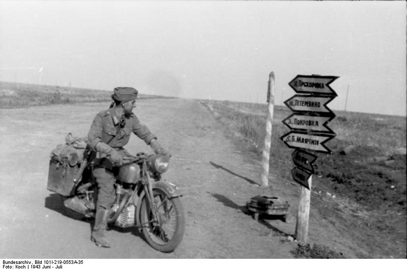NSU 251 OS 1943  Bundesarchiv_Bild_101I-219-0553A-35_Russland_bei_Pokrowka_Kradmelder_Wegweiser_zps7768cac1
