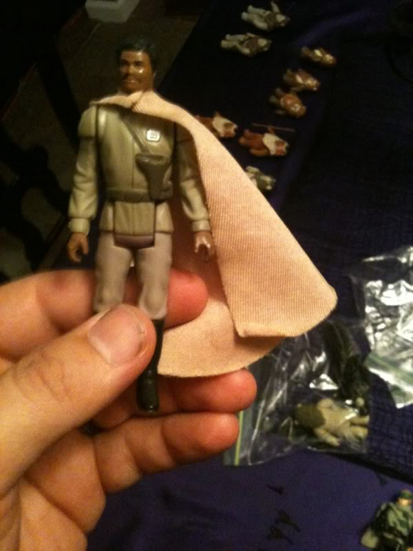 Anyone have a good pic of the repro general Lando capes? 7a43fbe6