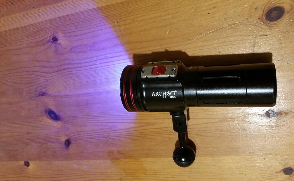 une lampe de plongée video chinoise  Archon2_zpsbd033f1c