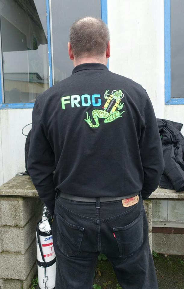 lancement de la ligne de vêtements FROG aux couleurs du forum Frog2_zps56c9d141