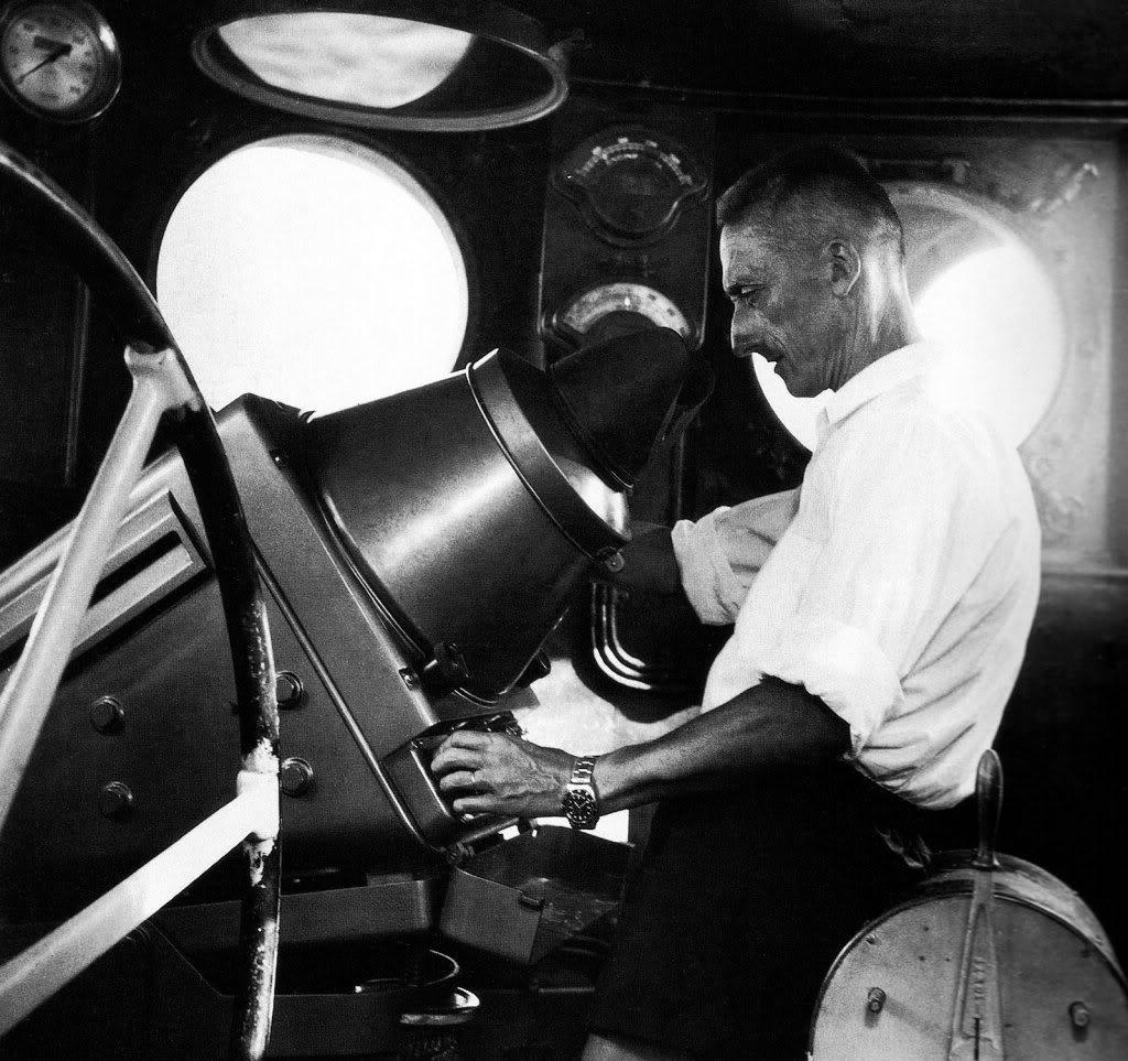 mother of all partie V (la saga des montres de plongée : Submariner ) Jacques-Cousteau-Rolex-Submariner-F