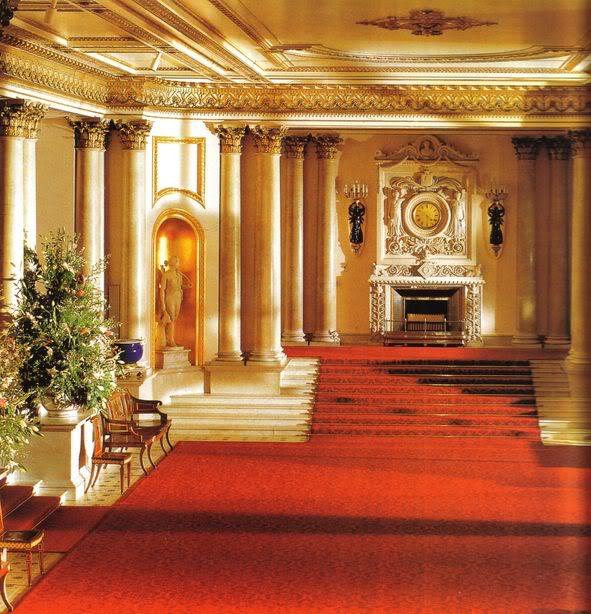 Recibidor de los Vulturis - Página 2 Buckingham-Palace_marble-hall