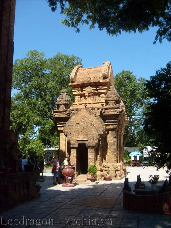 Thành phố biển Nha Trang - Ảnh cây nhà lá vườn S6300462