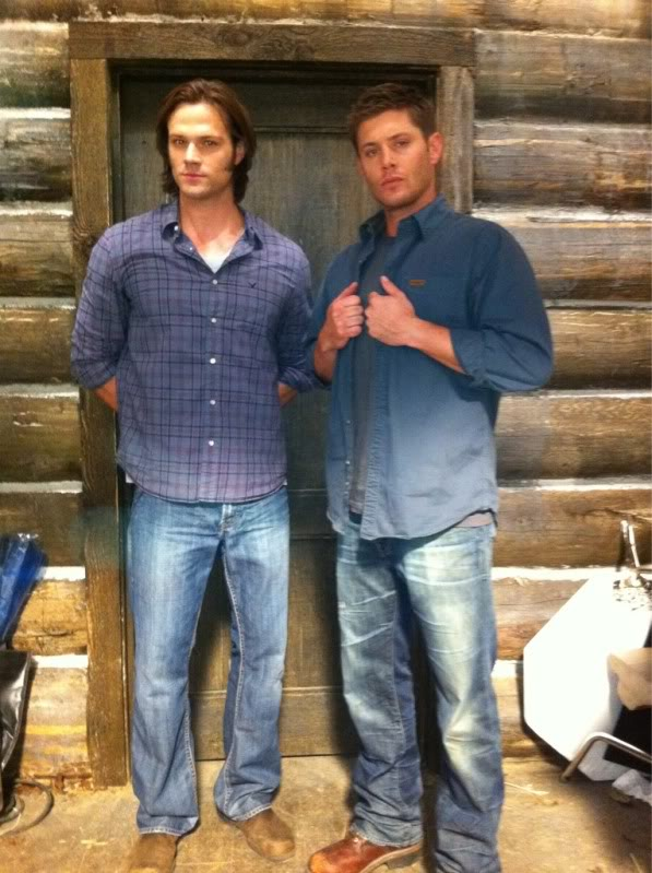 Le Twitter/FB/Insta de Jared et Gen #2 B99t