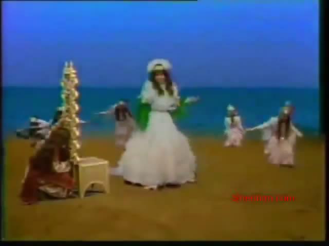 ألف ليلة وليلة (1987) التلات بـنـات : حليمة و كريمة وفطيمة 25rmvb_shot02