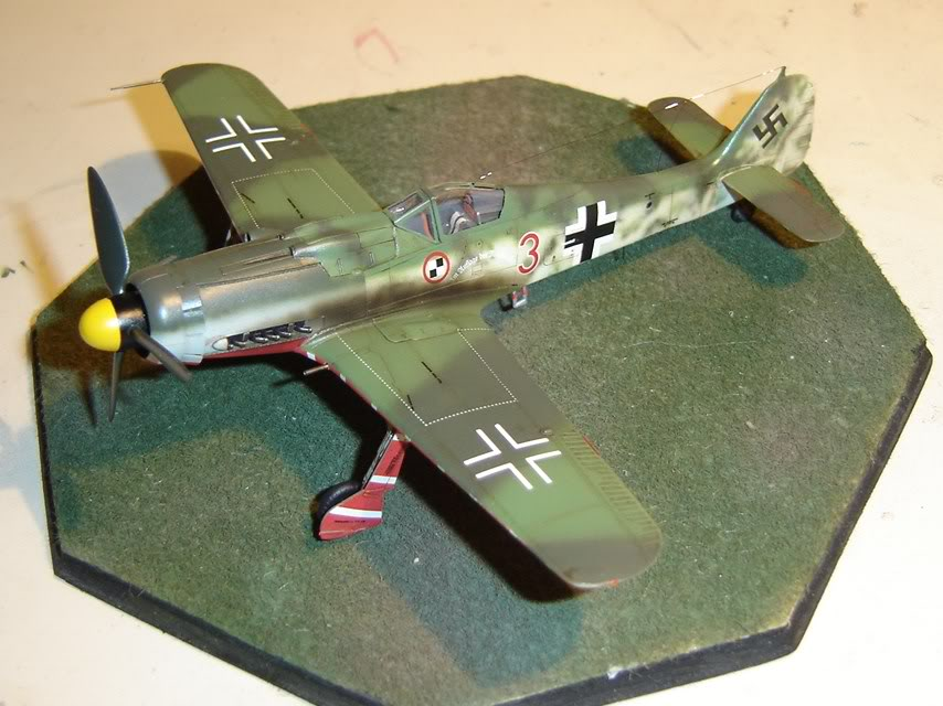 "Focke-Wulf Fw 190 D-9 ""Rot 3"" Papagei Staffel, HobbyBoss 1/72 DSC03687"