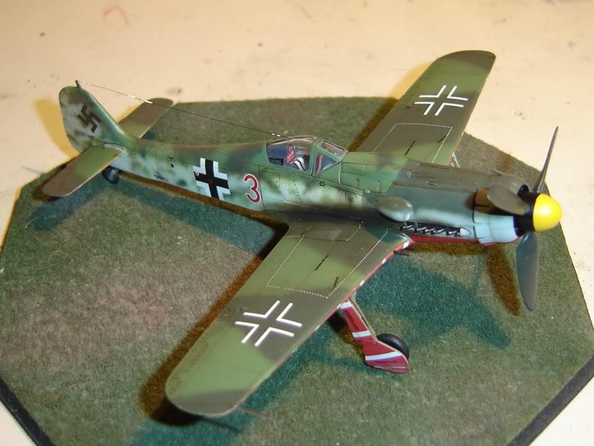 "Focke-Wulf Fw 190 D-9 ""Rot 3"" Papagei Staffel, HobbyBoss 1/72 DSC03688"