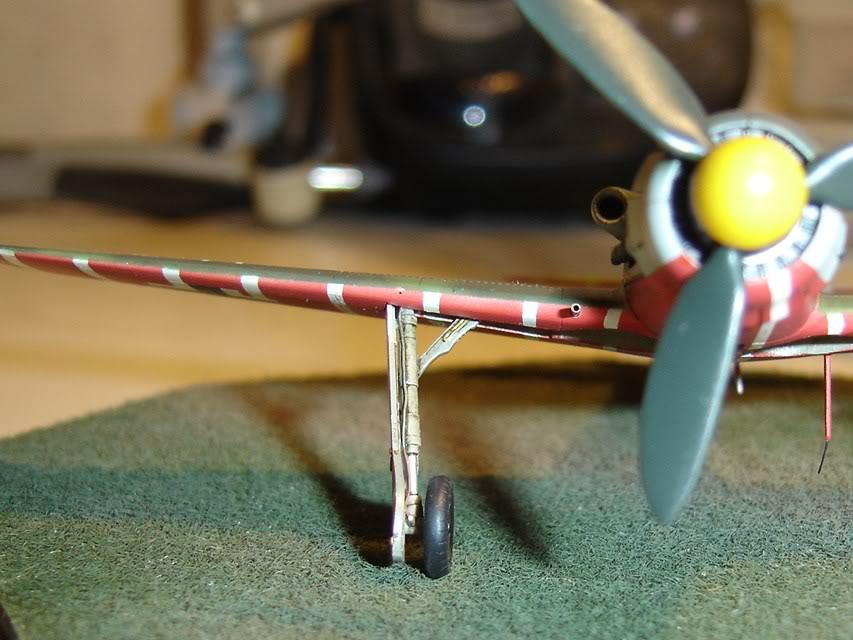"Focke-Wulf Fw 190 D-9 ""Rot 3"" Papagei Staffel, HobbyBoss 1/72 DSC03692"