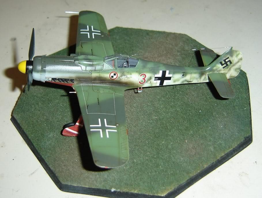 "Focke-Wulf Fw 190 D-9 ""Rot 3"" Papagei Staffel, HobbyBoss 1/72 DSC03702"
