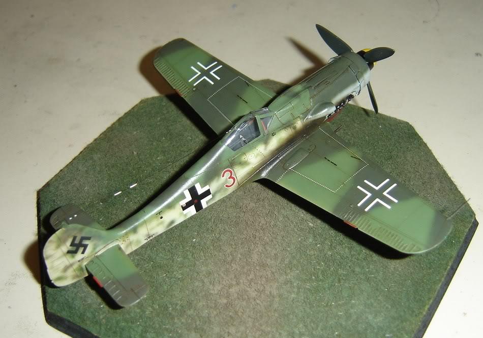 "Focke-Wulf Fw 190 D-9 ""Rot 3"" Papagei Staffel, HobbyBoss 1/72 DSC03705"