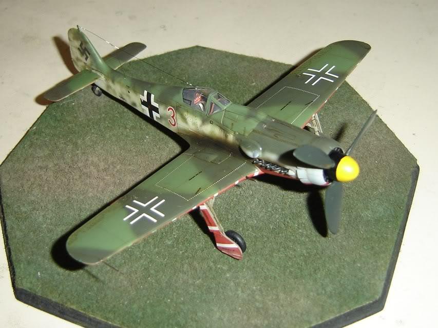 "Focke-Wulf Fw 190 D-9 ""Rot 3"" Papagei Staffel, HobbyBoss 1/72 DSC03706"