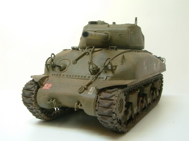 Dragon 1/35 : SHERMAN M4A1(76mm)W Juin07029