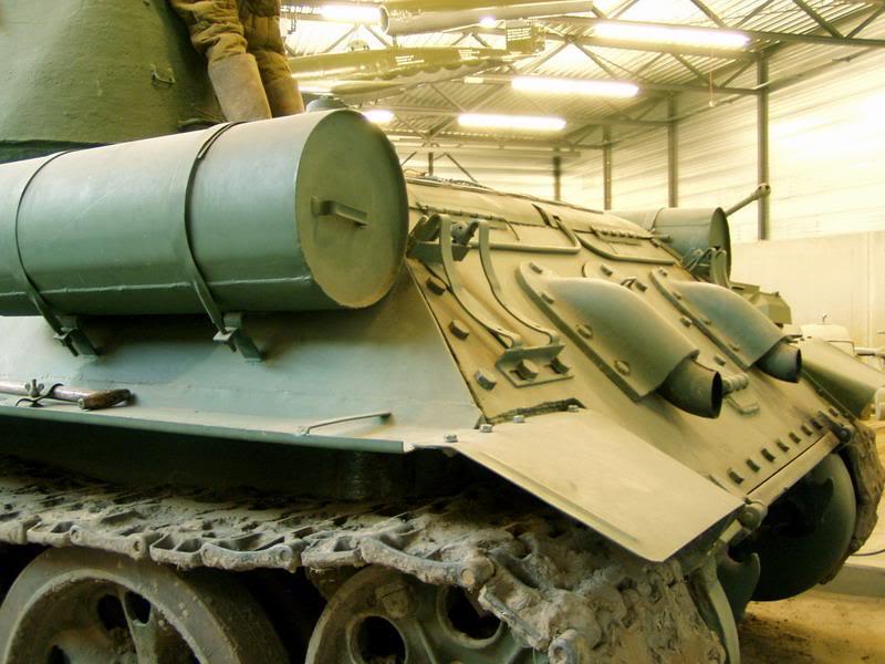 SU-152 boite tamiya 1/35 T34_85_tourelle_mdle44_composite_tourelle_chaissis_arriere_gauche