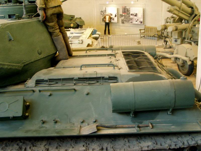 SU-152 boite tamiya 1/35 T34_85_tourelle_mdle44_composite_tourelle_chasis_arriere_gauche_reservoir_pilote