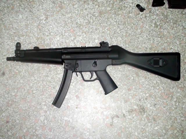 A&K PTW M4 y MP5 clones DSC00666