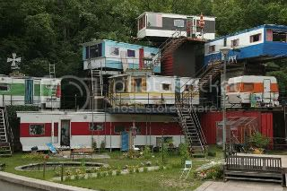 FUNNY PIC THREAD!! JULY!! - Page 2 Redneck-mansion